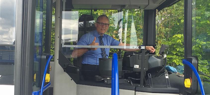 PaderSprinter stattet Busflotte mit DEKRA-geprüften Sicherheitsscheiben aus